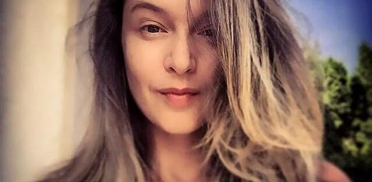 Nenalíčená Iva Kubelková. Foto: Instagram I. Kubelkové.