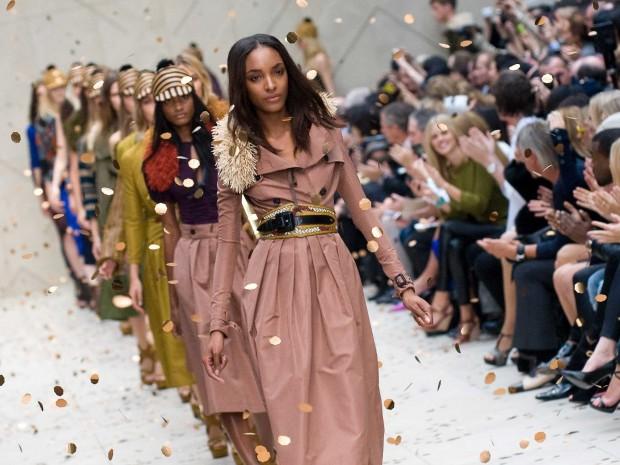 Módní přehlídka na posledním NYC Fashion Week.