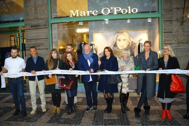 VIP hosté slavnostně přestříhávají stuhu. Foto: Marc O'Polo.