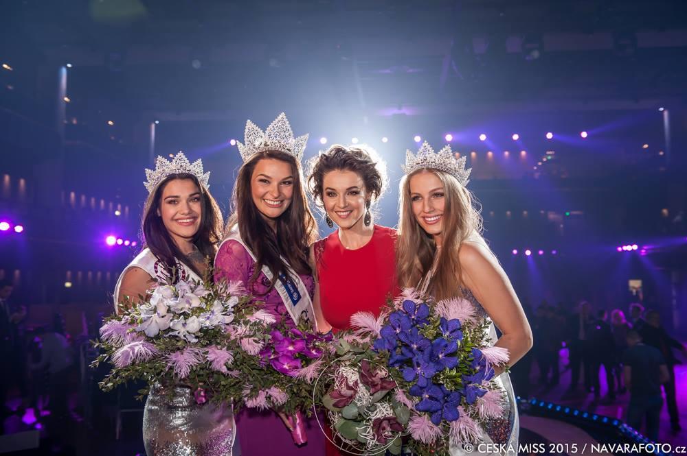 Loňské vítězky Andrea Kalousová, Nikol Švantnerová a Karolína Mališová s Ivou Kubelkovou. Foto: Facebook Česká Miss.
