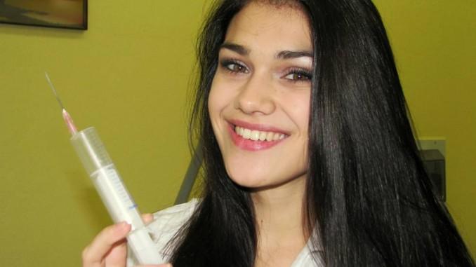 Andrea se nebojí píchat injekce. Foto: Orlický deník.