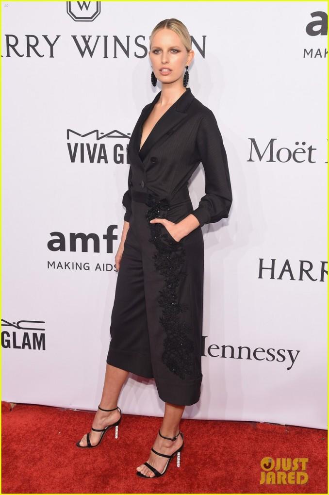 Karolína Kurková v černém modelu: Foto: Michael Loccisano/Getty Images.