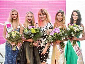 Vítězky Top Model of the Year 2016 s Olgou Kopalovou Rynešovou, jež navrhla korunky. Foto: Facebook O. Kopalové Rymešové.