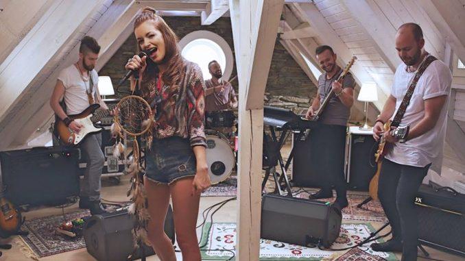 Namísto modelingu se Jitka nyní věnuje hudbě. Foto: Facebook J. Boho.