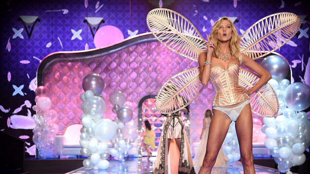O Karlie se říká, že má nejdelší nohy ze všech krásek světového modelingu, zdroj: Victoria's Secret