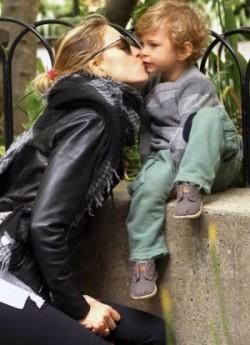 Karolína Kurková se synem Tobim. Foto: Facebook K. Kurkové.