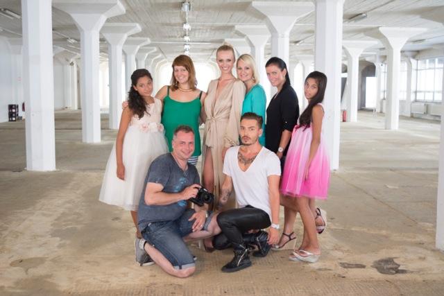 Celý tým včetně stylisty a fotografa. Foto: Nadání a dovednosti o.p.s.