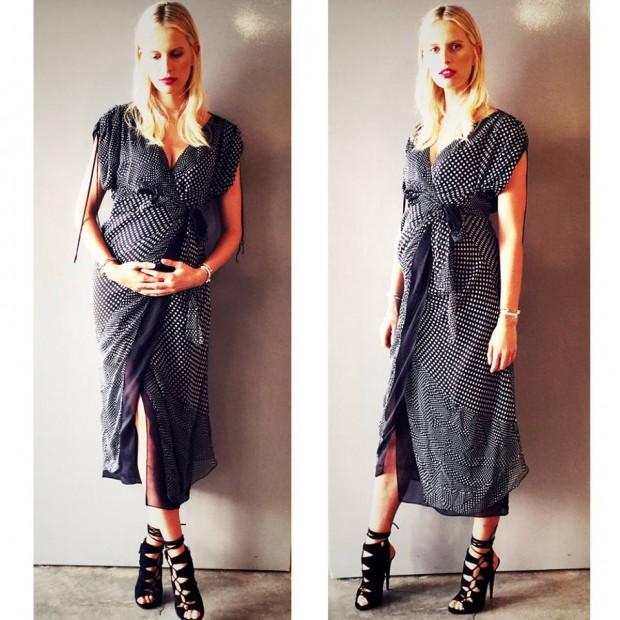 Karolína dokázala, že i v 8. měsíci těhotenství se ženu může oblékat moderně a vkusně. Foto: Facebook K. Kurkové.