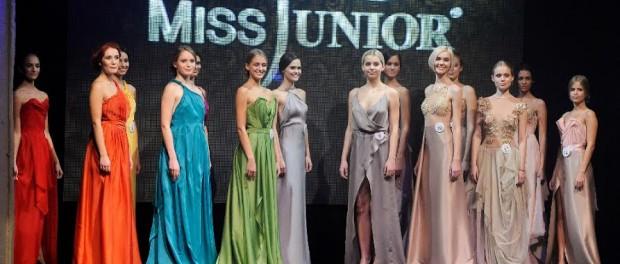 Dívky během finálového večera. Foto: Miss Junior 2015.