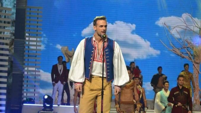 Jakub v národním kroji. Foto: Facebook Mister International 2015.