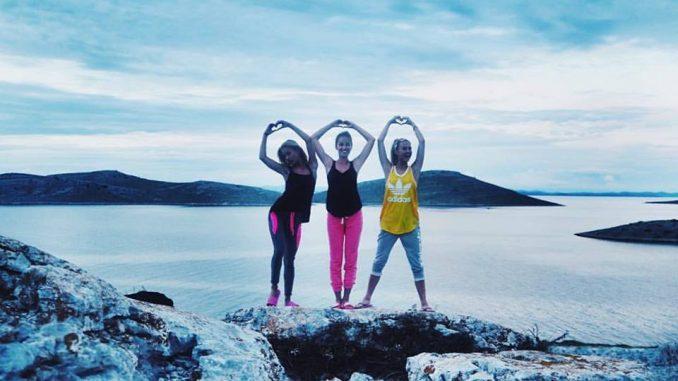 Dívky posílají pozdravy z Chorvatska. Foto: Facebook N. Kotkové.