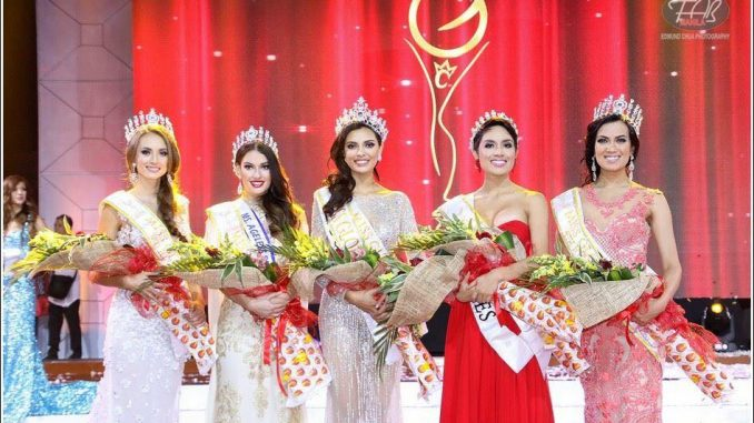 Nikola Bechyňová (vlevo) spolu s ostatními z TOP 5. Foto: Miss Global.