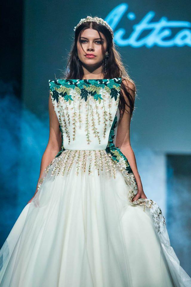 Karolína Chomisteková ve svatebních šatech. Foto: Jitka Klett Fashion Design.