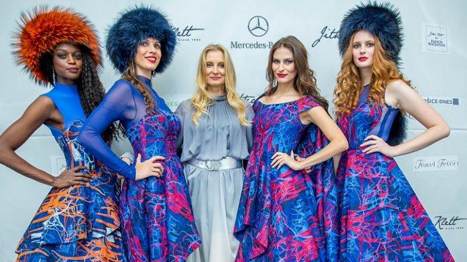 Jitka Klett spolu s modelkami po skončení show. Foto: Jitka Klett Fashion Design.