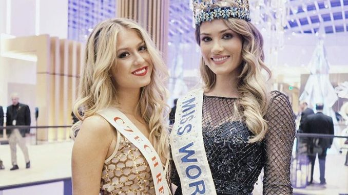 Natálie Kotková a loňská vítězka soutěže Mireia Lalaguna ze Španělska. Foto: Instagram N. Kotkové.
